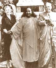 Lieutenant Governor of California and Mrs Goodwin J. Knight assisting Yogananda