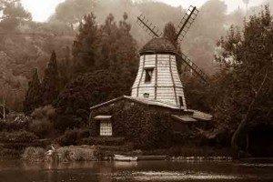 Lakeshrine Windmill